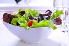 La ensalada con el tomate imagen de archivo