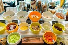 La ensalada del alimento adorna foto de archivo libre de regalías