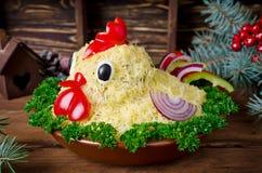 La ensalada formó el gallo por el Año Nuevo 2017 Fotos de archivo