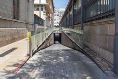 La entrada al estacionamiento subterráneo Imagenes de archivo