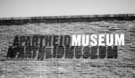 La entrada al museo del apartheid muestra Foto de archivo libre de regalías