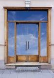 La entrada cerrada de madera del vintage Fotos de archivo