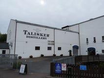 La entrada de la destilería del whisky de Talisker imagen de archivo libre de regalías