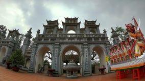 La entrada de un templo sagrado y antiguo fotografía de archivo