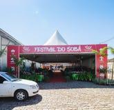 La entrada del festival del evento XIII hace Soba en el grande ms de Campo Imagenes de archivo