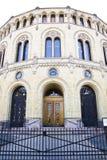 La entrada del parlamento noruego Foto de archivo