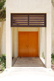 La entrada en chalet moderno del estilo árabe en el hotel de lujo Fotos de archivo libres de regalías