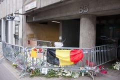 La entrada en la estación de metro de Maelbeek de Bruselas donde ocurrió un attentado terrorista el 22 de marzo de 2016 Foto de archivo libre de regalías