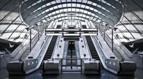 Estación de metro amarilla del muelle Fotos de archivo