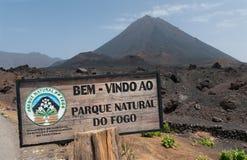 La entrada a Parque natural hace el cráter volcánico de Fogo, isla de Fogo, Cabo Verde fotos de archivo