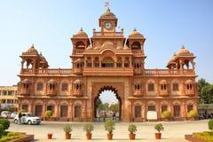 La entrada principal del templo de Swaminarayan en Gondal fotografía de archivo libre de regalías