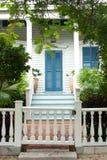 La entrada a una casa tropical en la Florida Fotografía de archivo libre de regalías
