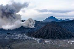 La erupción del volcán de Bromo, Java Oriental Fotografía de archivo libre de regalías