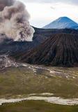 La erupción del volcán de Bromo, Java Oriental Imágenes de archivo libres de regalías