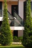 La escala que conduce en la segunda planta del hotel Imagenes de archivo