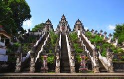 La escalera al templo fotografía de archivo
