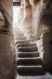 La escalera de piedra lleva de Imagenes de archivo