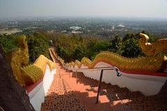 La escalera del dragón Templo de Wat Phra That Doi Kham Tambon Mae Hia, Amphoe Mueang Chiang Mai Province tailandia Fotografía de archivo libre de regalías