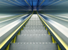 La escalera móvil de la estación de metro Fotografía de archivo libre de regalías