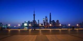 La escena de la noche del lujiazui, Shangai, China imagenes de archivo