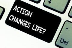 La escritura conceptual de la mano que muestra la acción cambia cosas Foto del negocio que muestra superando adversidad tomando m fotografía de archivo