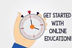 La escritura del texto de la escritura consigue comenzada con la educación en línea Concepto que significa la mano de aprendizaje stock de ilustración