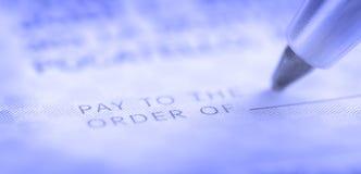 La escritura llega el talonario de cheques imagen de archivo