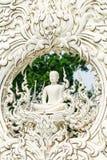 la escultura de Buda en el templo del khun de Wat Rong Foto de archivo