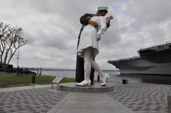 La escultura de la entrega incondicional en San Diego, California Fotos de archivo