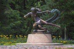 La escultura de la muchacha con la hierba-serpiente Fotos de archivo libres de regalías