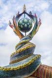 La escultura de las colas del Naga fue adornada con la teja esmaltada Fotografía de archivo libre de regalías
