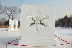 La escultura de nieve - corazón de la nieve Foto de archivo libre de regalías