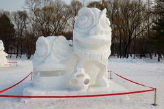 La escultura de nieve - danza de león que celebra la primavera Imágenes de archivo libres de regalías