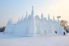 La escultura de nieve - edificios de la nieve Imagenes de archivo