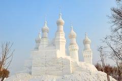 La escultura de nieve - elévese en la montaña Imagen de archivo libre de regalías