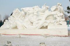 La escultura de nieve - pescado del presente de Fuwa Foto de archivo