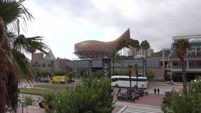 La escultura de oro de los pescados de Frank Gehry en Barcelona - EL Peix metrajes