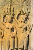 La escultura del ángel en la pared del Khmer anciient foto de archivo