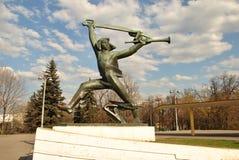 La escultura del tiempo soviético Imagen de archivo libre de regalías