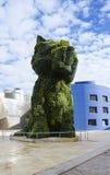 La escultura floral gigante en Guggenheim Bilbao Fotos de archivo