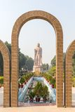 La escultura gigante de Buda al lado de Wat Thai Sarnath Temple foto de archivo libre de regalías