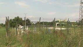 La estación de la distribución del gas cerca de Varna en Bulgaria almacen de video
