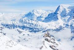La estación de la elevación de la manera de la cuerda en la montaña de la nieve, Jungfraujoch imágenes de archivo libres de regalías