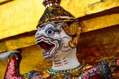 La estatua adorna el palacio en Bangkok Fotografía de archivo libre de regalías