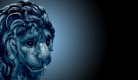 La estatua antigua del león con brillar intensamente observa en fondo negro foto de archivo