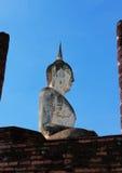 La estatua de Buda es Sukhothai en Tailandia foto de archivo libre de regalías