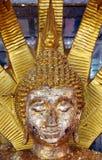 La estatua de Buda, Buda de oro hace frente al primer de la estatua Imagen de archivo libre de regalías