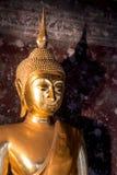 La estatua de Buda, Suthat Thepphaararam es un templo budista en la explosión fotos de archivo libres de regalías