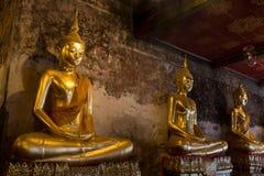La estatua de Buda, Suthat Thepphaararam es un templo budista en la explosión Imagenes de archivo