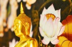 La estatua de Buddha Fotografía de archivo libre de regalías